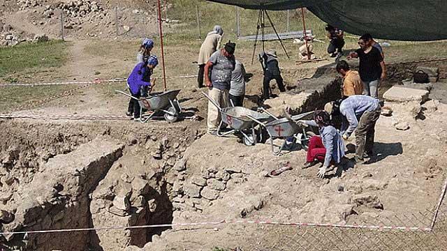 2. Yüzyıla ait mezar bulundu