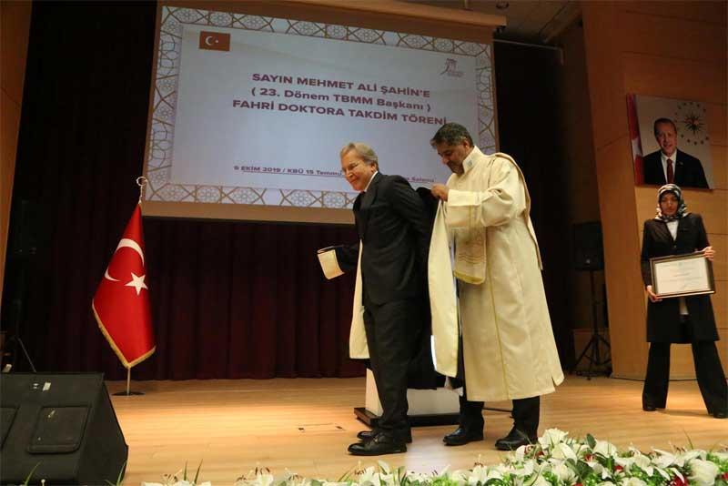 "KBÜ'den Mehmet Ali Şahin'e ""Fahri Doktora"" Unvanı"